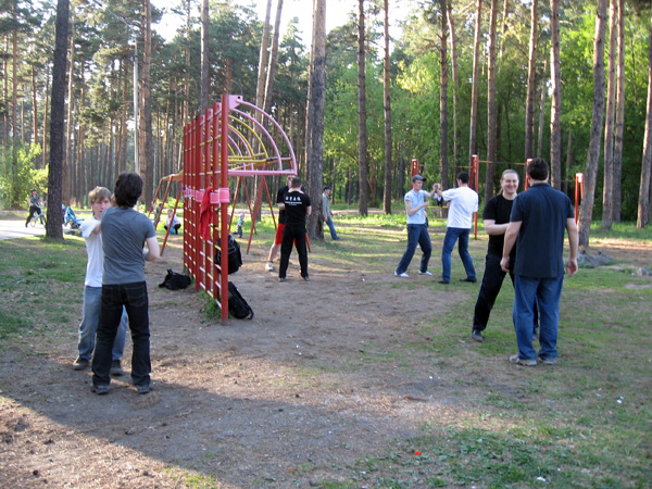 Вин Чун в Новосибирске.Тренировки на открытой спортплощадке. Работа в паре